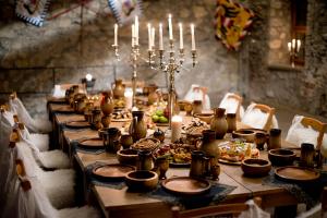 Risultati immagini per medieval feast